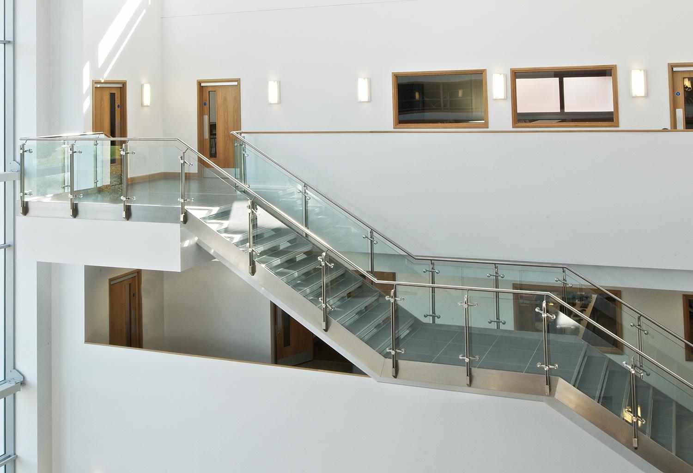 Pavimenti In Vetro Per Esterni novità ringhiera in vetro - nord scale - realizzazione scale